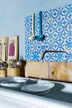 8 Ways To Bring Color Into Your Kitchen