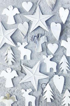white christmas ornaments (idea: instead of making all paper ornaments by hand, let's mix in some white painted ornaments :) White Christmas Ornaments, Noel Christmas, Winter Christmas, Christmas Crafts, Christmas Decorations, Tree Decorations, Christmas Paper, Holiday Decorating, Decorating Ideas