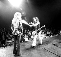 Robert Plant - Jimmy Page Classic Rock And Roll, Rock N Roll, Great Bands, Cool Bands, Hard Rock, Almost Famous Quotes, Rock And Roll History, Robert Plant Led Zeppelin, Blues