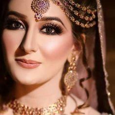tu lung main lachi new romantic whatsapp status song/beautiful cute cou. Pakistani Bridal Makeup, Pakistani Wedding Outfits, Bridal Dupatta, Bridal Outfits, Hd Make Up, Bridal Makeover, Asian Bridal, Bride Photography, Just Beauty
