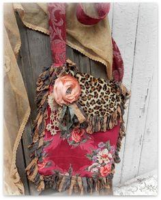 Pretty purse .,