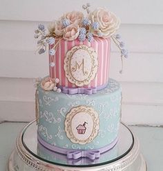 Apaixonada por esse bolo!! Achei perfeito para um chá com as amigas! E vocês?!  ... #bolododiaNDL #bolo #bolodecha #chadecozinha #chadepanela #chadebeleza #chadelingerie #bridalshowercake #bridalshower #cake #noivinhasdeluxo