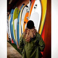 La de hoy en Instagram: Cuál será la próxima tabla para la escuela? #sorpresa #surf #Lima #Peru #learntosurf #surfinglessons #EndlessSummer #Miraflores #Makaha #beachlife #surfisfun #earlymorning #surfwithfriends - http://ift.tt/1K8gmug