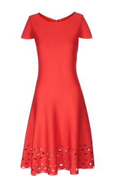 St. John Приталенное платье с перфорацией Красный 145 500 Р.