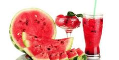 Water/Fluid Retention (Edema) - Drink and eat only watermelon juice for a mini juice detox for days, with at least liters/quarts. You'll be surprised how much water weight you'll be losing. Master Cleanse Diet, Water Retention Remedies, Watermelon Vodka, Body Detoxification, Detoxify Your Body, Star Food, Juicing For Health, Food Combining, Stay Young