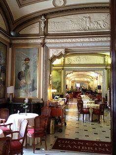 One of the top things to do in Naples is to have a coffee here at the historic Gambrinus Caffee.  Once frequented by Oscar Wilde and perfect...