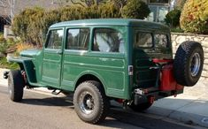 Phillip Waldman's Willys Station Wagon. There's your forest green Willits court!