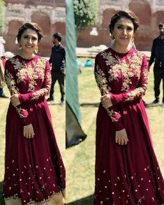 Ayeza khan 💕 Simple Pakistani Dresses, Pakistani Dress Design, Indian Dresses, Simple Dresses, Casual Dresses, Girls Dresses, Pakistani Hair, Pakistani Mehndi, Pakistani Actress