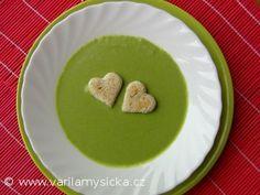 Skvělá hrášková polévka, opět blesková příprava. Dospělým rozmixovat, dětem raději propasírovat.