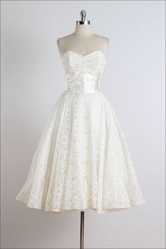 25 off SALE Tenuta Virgilio . vintage by millstreetvintage Vintage Ball Gowns, Vintage 1950s Dresses, Vintage Outfits, Vintage Clothing, Vintage Prom, Vintage Lace, Vintage Style, Vintage Inspired, Pretty Outfits