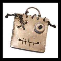 Arzilli Mostrilli: Iorik, ciondolo in argento.  Funny Little Monsters: Iorik, silver handmade pendant.