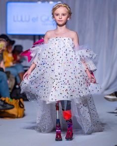 So much beauty in one photo 💞 The absolutely gorgeous on the runway in 💞 This photo melts our hearts 💞 A true inspiring angel ✨ Photo credit: ✨ Kai, Fashion Models, Fashion Show, London Instagram, Magazines For Kids, Couture, Instagram Fashion, Style Instagram, First Photo