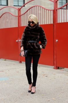 atlantic-pacific: black & brown + faux fur pullover: kate spade (old). jeans: jbrand. shoes: ann taylor c/o. sunglasses: karen walker 'super duper'. clutch: ann taylor c/o (last seen here). nails: essie 'little brown dress'. jewelry: michele, stella and dot. black/brown chain link bracelet: styleliner (you can check out their schedule here). bow belt: ann taylor c/o.