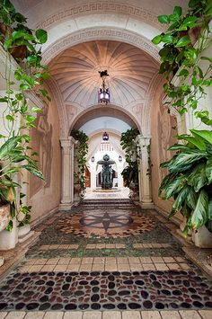walkway in the Versace Mansion (Miami, Florida, United States)