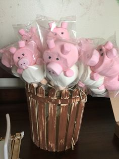 Niver de agahta Place a new birthday party which is simple, classy, in addition to Fête Toy Story, Toy Story Party, Cow Birthday, Farm Animal Birthday, Farm Themed Party, Farm Party, Pig Party, Ideas Divertidas, Pig Decorations