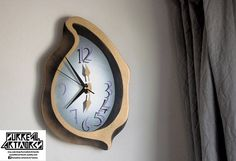 Dewdrop - Melting clock made of plywood