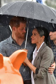 Meghan Markle and Prince Harry are Wildly Popular. That Could Be a Problem Meghan Markle and Prince Harry are Wildly Popular. That Could Be a Problem Prinz Harry Meghan Markle, Meghan Markle Prince Harry, Harry And Meghan, Prince Harry And Kate, Prince Harry Wedding, Meghan Markle Style, Princess Meghan, Lady Diana, Duke And Duchess