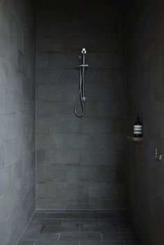Shower Striking Modern Home With Simplistic Decorations in Melbourne, Australia