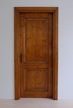 cod-S-205--porta-in-abete-con-finitura-antiquariato.jpg (684×1022)