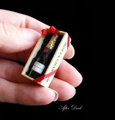Moet and Chandon Champagne - boxed - Artisan fully Handmade Miniature in scale. From After Dark miniatures via Etsy. Miniature Crafts, Miniature Food, Miniature Dolls, Moet Chandon, Clay Miniatures, Dollhouse Miniatures, Mini Choses, Champagne Box, Accessoires Barbie