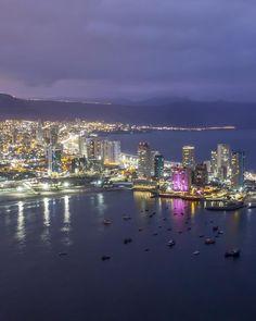 La ciudad de Iquique está ubicada en la Región de Tarapacá, Chile 🇨🇱 Cuenta con una población de aproximadamente 192 mil habitantes y tiene uno de… Aesthetic Wallpapers, New York Skyline, River, Spaces, Outdoor, Instagram, Brazil, Sand Beach, South America