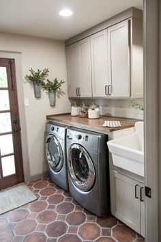 I really, really like the  simplicity of this laundry room.  Neutral colors, cabinets, a sink, storage... it's beautiful!