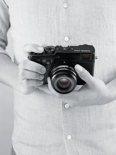 Die FUJIFILM X-Pro2 ist die weltweit einzige Systemkamera mit Multi-Hybrid-Optischem-Sucher und dem neu entwickelten X-Trans CMOS III Sensor mit 24,3 Megapixeln.