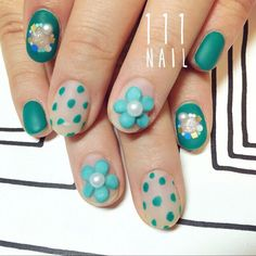 キュートなグリーン1色が新鮮✨ #nail#art#nailart#ネイル#ネイルアート#Green#ビリジアン#flower#3Dネイル#cute#dot#ショートネイル#ネイルサロン#nailsalon#表参道