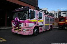 Feuerwehrfahrzeug in Pink