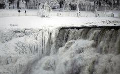 Niagara Falls Frozen: Waters freezing in place!