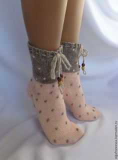 {Select a wonderful choice of Over The Knee Boot Outfit, Knee High Boots, Crochet Slippers, Knit Crochet, Flats Outfit, Casual Skirt Outfits, Slipper Socks, Boot Socks, Knitting Socks
