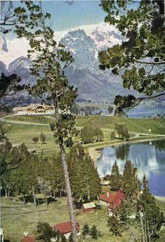 Vista del Hotel Llao Llao, C. 1940 (Aspectos de los Parques Nacionales Nahuel Huapi, Lanin y Los Alerces en Archivo Visual Patagónico)