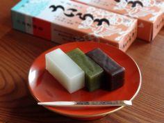 神奈川最古の商家、薬とお菓子の「ういろう」家とは? 皆さんは「ういろう」と聞いて、何を思い浮かべますか? 多くの人は、名古屋名物のお菓子「ういろう」を思い浮かべるかもしれません。しかし、じつは神奈川県の小田原市に本家本元の「ういろう」があるのです。今回は、現在の外郎(ういろう)家当主、外郎武さんの話を中心に、本家「ういろう」をご紹介したいと思います。