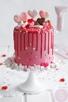 All you need is love - and a dripcake! This Valentine's Day dripcake consists of vanilla and cho Valentine Desserts, Valentines Baking, Valentines Day Desserts, Valentine Cake, Marriage Anniversary Cake, Anniversary Cake Designs, Happy Anniversary Cakes, Cake Decorating Piping, Creative Cake Decorating