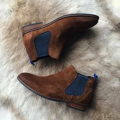 New in, hello suède chelseas! Welcome, you're just in time for Autumn. Dressy Shoes, Casual Shoes, Men's Shoes, Shoe Boots, Chelsea Boots Outfit, Smart Casual Men, Mens Boots Fashion, Office Shoes, Dress With Boots