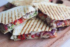 Få opskriften på disse super lækre quesadillas med kylling og stegte grøntsager. De er perfekte til en lækker frokostret.