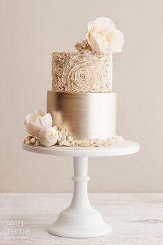 30 particularly elegant wedding cake ideas - 2018 - Hochzeitstorte - Gateau Creative Wedding Cakes, Cool Wedding Cakes, Elegant Wedding Cakes, Beautiful Wedding Cakes, Wedding Cake Designs, Wedding Cake Toppers, Beautiful Cakes, Floral Wedding, Dessert Wedding