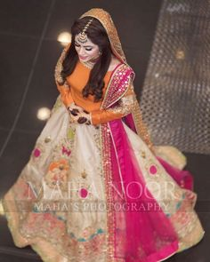 Photo by Maha Wajahat Khan on March Image may contain: 1 person Mehndi Dress For Bride, Pakistani Mehndi Dress, Bridal Mehndi Dresses, Pakistani Fashion Party Wear, Pakistani Wedding Outfits, Pakistani Dresses Casual, Wedding Dresses For Girls, Bridal Outfits, Pakistani Engagement Dresses