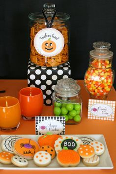 Recipe for aHalloween treats table…. Take two party loving bloggers, Add some fun graphic designs from one, Some yummy cupcakes and cookies from another, sprinkle in some candy, add lots of fun polka dots… and POOF! A Halloween treats table so cute it's spooky! This past week I workedon a fun project to help Kim …