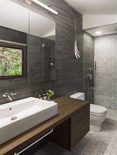 A new interior design collection featuring 16 Beautiful Mid-Century Modern Bathroom Designs That Are Simply Flawless. Mid Century Modern Bathroom, Modern Bathroom Tile, Contemporary Bathroom Designs, Bathroom Trends, Modern Bathroom Design, Bathroom Interior Design, Bathroom Renovations, Small Bathroom, Bathroom Ideas
