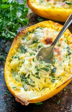 Cheesy Garlic Parmesan Spinach Spaghetti Squash- Aiming to eat more veggies? This Cheesy Garlic Parmesan Spinach Spaghetti Squash recipe packs an entire package of spinach swirled with an easy cheesy cream sauce. Vegetable Dishes, Vegetable Recipes, Veggie Meals, Chicken Recipes, Veggie Heavy Recipes, Cooked Spinach Recipes, Heavy Cream Recipes, Squash Vegetable, Lunch Meals