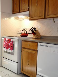 Get the step-by-step for revarnishing kitchen cabinets (Dans le Townhouse)