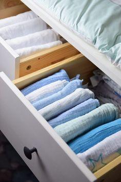 IKEA Hemnes als Wickelkommode mit Wickelaufsatz und Wickelauflage Baby Time, Kids And Parenting, Towel, Interior Design, Storage, Furniture, Home Decor, Life Hacks, Houses