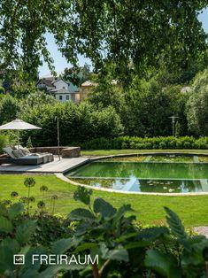Kann ein Swimming Pond beheizt werden? 🤔 Die Sonne erwärmt das Flachwasser, das seine Energie an den tieferen Badebereich weitergibt. Das Wasser darf in Österreich nicht künstlich erwärmt werden 👍 #biotop #livingpool #naturpool #biopool #chemiefrei #swimmingpond #schwimmteich #naturteich #badeteich #wasserimgarten #pooldesign #gartendesign #schwimmen #nochemicals #naturnah #sustainableliving #nachhaltig #ressourcenschonen #garten #outdoorliving #swimming Living Pool, Golf Courses, Swimming, Building Ideas, Sustainability, Build House, Sun, Swim