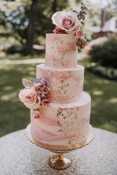 blush and gold wedding cake outdoor wedding Blush Wedding Cakes, Wedding Cake Roses, Dusty Rose Wedding, Amazing Wedding Cakes, Elegant Wedding Cakes, Wedding Cake Designs, Quince Cakes, Quinceanera Cakes, Wedding Cake Inspiration