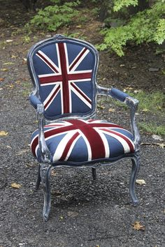 I love this chair! Do It MyselfF: Linen, Canvas & Velvet British Decor, British Style, Furniture Makeover, Diy Furniture, Union Jack Decor, British Invasion, Annie Sloan Chalk Paint, Take A Seat, Painted Furniture