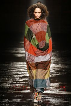 The complete Missoni Fall 2018 Ready-to-Wear fashion show now on Vogue Runway. Autumn Fashion 2018, Fashion Week, Star Fashion, Runway Fashion, Milan Fashion, Women's Fashion, Kids Fashion, Missoni, Oversize Pullover