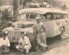 Una de las primeras camionetas que viajaba de Jalapa a estación Jalapa donde los pasajeros tomaban el tren en la década de los 50. Creo que se trata de un bus Chevrolet de 1940.