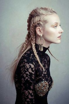 20 Göttin Zöpfe Frisuren 2019 Trend Blonde Goddess braids In this article you will find many cool pi Punk Braids, Crazy Braids, Bob Braids, Braid Styles, Short Hair Styles, Braided Hairstyles, Cool Hairstyles, Goddess Hairstyles, Tribal Hair