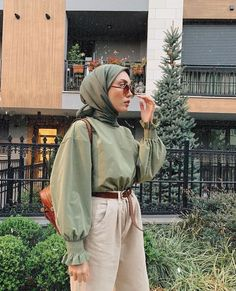 How to wear the maxi style with hijab. Source by amqidwi Outfits hijab Hijab Casual, Modest Fashion Hijab, Modern Hijab Fashion, Street Hijab Fashion, Tokyo Street Fashion, Hijab Fashion Inspiration, Muslim Fashion, Look Fashion, Modesty Fashion